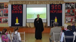 В День снятия блокады Ленинграда клирик нашего Собора посетил Токсовскую школу