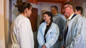 Александр Дрозденко и детский омбудсмен Анна Кузнецова посетили детский хоспис в Токсово