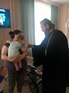 18 января, в Крещенский сочельник, клирики нашего собора во главе с настоятелем протоиереем Львом посетили Детский хоспис, находящийся на территории нашего прихода