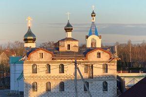 Освящение и установка куполов на храм Успения Пресвятой Богородицы в д.Хиттолово